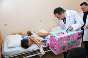 Қала әкімі Б. Сағынтаев әуе апатынан зардап шеккен балаларға барды